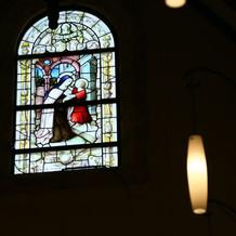 教会横ステンドグラス