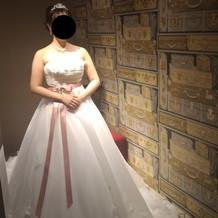 小花がかわいいドレス。プラス7万です