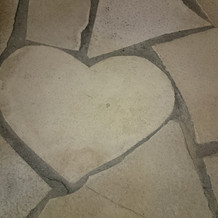 ガーデンにはハートの石があります