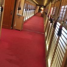 神社から会場へ向かう通路