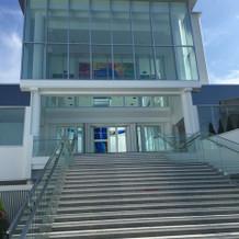 チャペルの外にある階段も大きくて綺麗