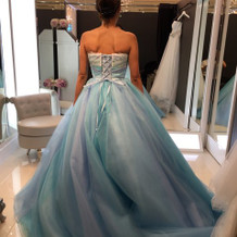 綺麗な色のカラードレス