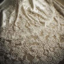 トレーンが綺麗なマシェリのドレス