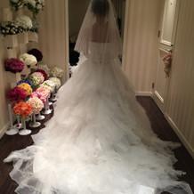 プリンセスラインのふわふわしたドレス。