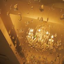 天井にはキラキラスワロフスキー