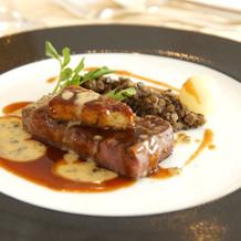 肉料理はステーキとフォアグラ
