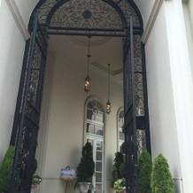 重厚感ある門扉