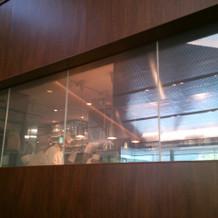 壁が透明になりコックさんが現れる演出