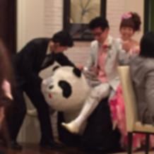 パンダの乗り物で入場