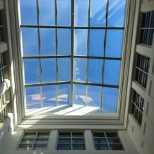天井の高いチャペル