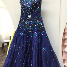 スパンコールのついたドレス