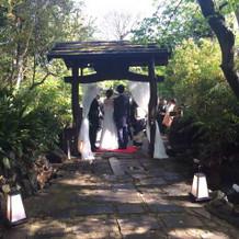 挙式後、お庭にて