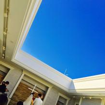 青い空と白いチャペルが素敵でした!