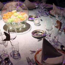 テーブルのお花は器の中に浮かべました。