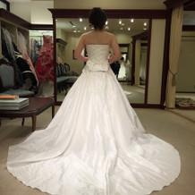 チャペルに合うよう裾の長いドレスが豊富!