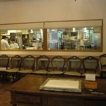 ゲスト待合室1階からはキッチンが見える