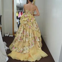 カラードレス。黄色の和柄。珍しいです。