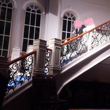 大階段を降りての再入場