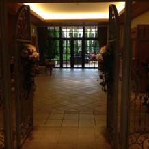 披露宴会場の入り口