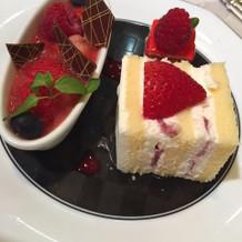 デザートのケーキ