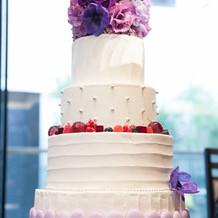 パープルで統一したケーキ。