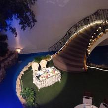 披露宴会場。螺旋階段が素敵!
