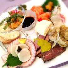 新鮮な魚介に手の込んだ前菜の数々