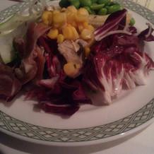 サラダの野菜の種類にビックリ