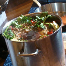コンソメスープを準備してる