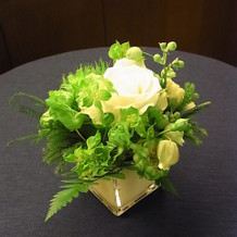 会食時のテーブルの花