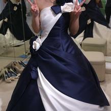 紺白のドレスに一目惚れ♪