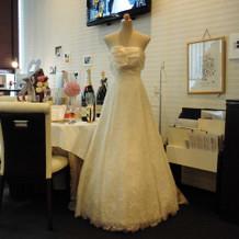 ブライダルサロンに飾ってあったドレス