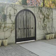 サプライズ入場用の扉