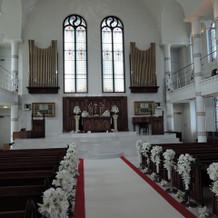教会の中は白