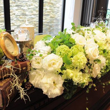 盛り盛りの装花で花が好きな新婦も大満足
