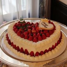 ケーキカットしたウエディングケーキ
