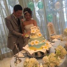 ケーキ入刀は可愛いケーキで大満足