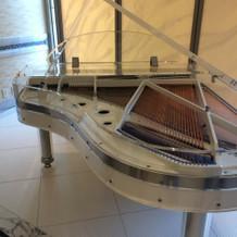 スケルトンのグランドピアノ