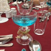 青いシャンパン
