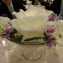 テーブル中央のお花