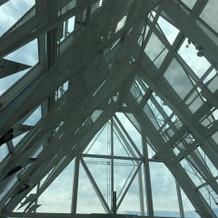 挙式場の開放感ある天井