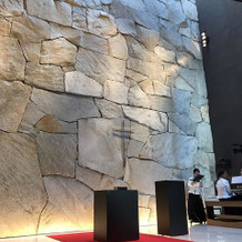 チャペルの石