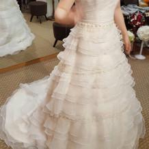 シンプルなウエディングドレス