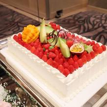 シェフおすすめフルーツたっぷりのケーキ