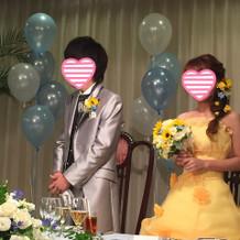 黄色のドレスと新郎のタキシードプラン内