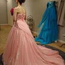 カラードレスも豊富でした。
