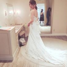 マーメイド調の白ドレスや…