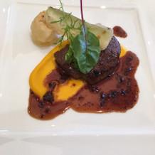 メインの肉料理の写真です。