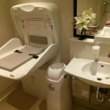 オムツ交換台付きトイレ