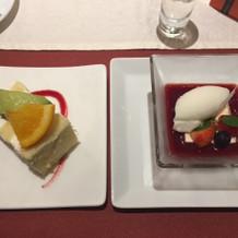 デザートとウェディングケーキです。